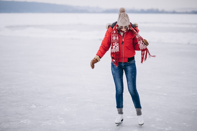 Mulher, patinação gelo, em, a, lago