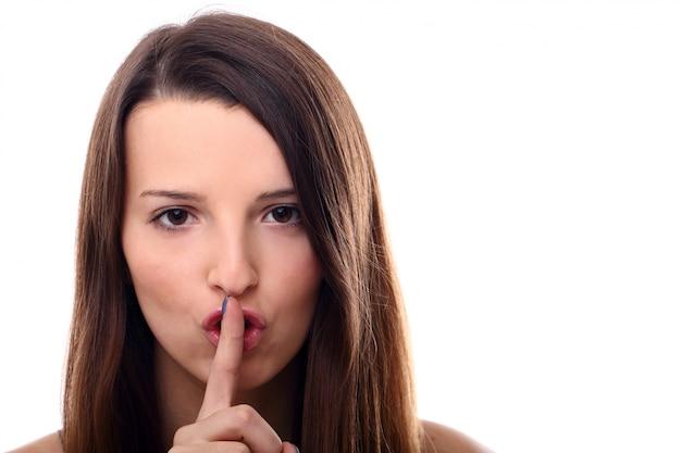 Mulher pedindo silêncio