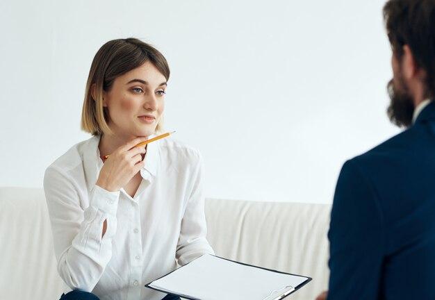 Mulher psicóloga visita médico problemas de saúde terapia estresse