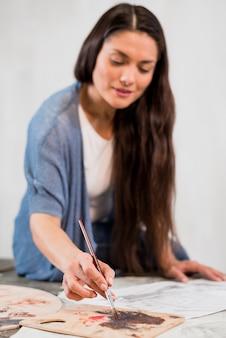 Mulher, quadro, em, arte, estúdio
