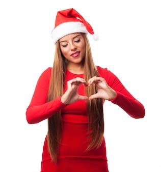 Mulher que comemora o natal no amor