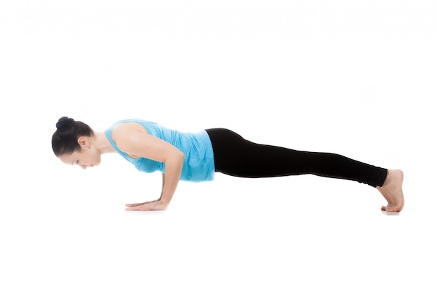 Mulher que faz pushups