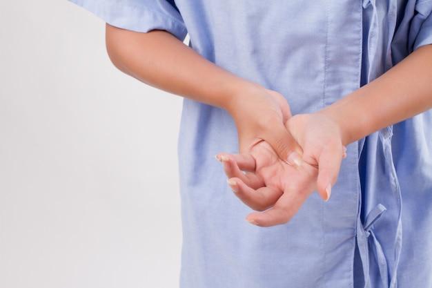 Mulher que sofre de dores nas articulações do punho, artrite, gota, cts