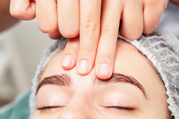 Mulher, recebendo, rosto, massagem