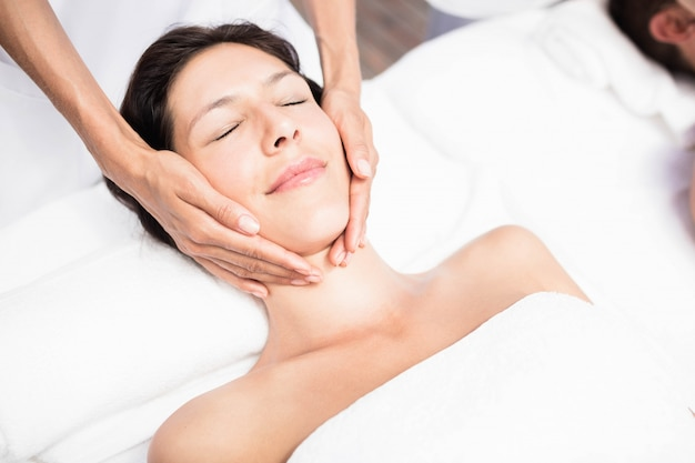 Mulher, recebendo, um, rosto, massagem, de, massagista, em, um, spa