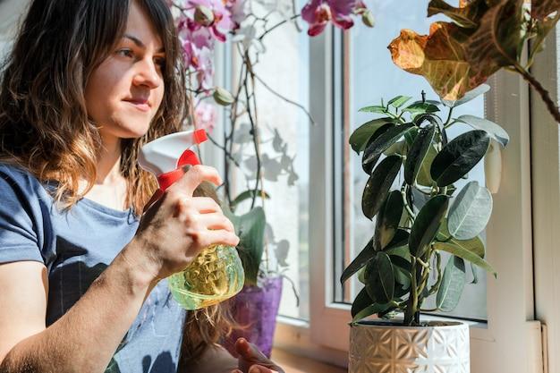 Mulher regando flores em sua casa