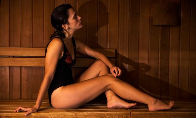 Mulher, relaxante, em, sauna
