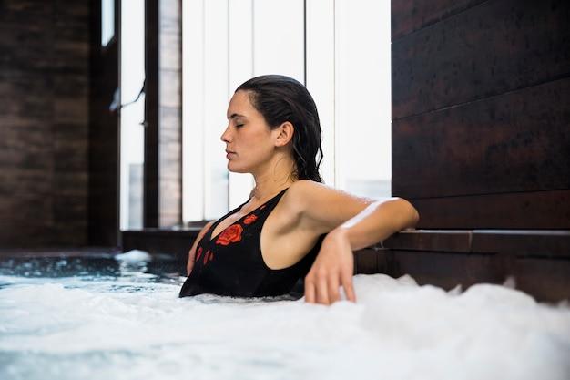 Mulher, relaxante, em, spa