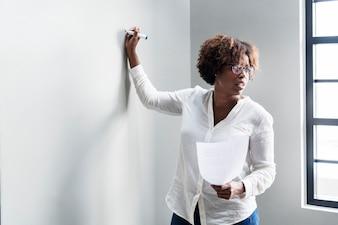 Mulher, resumindo, trabalho, em, um, reunião