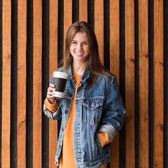 Mulher retrato com café