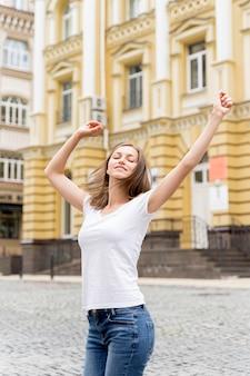 Mulher retrato dançando