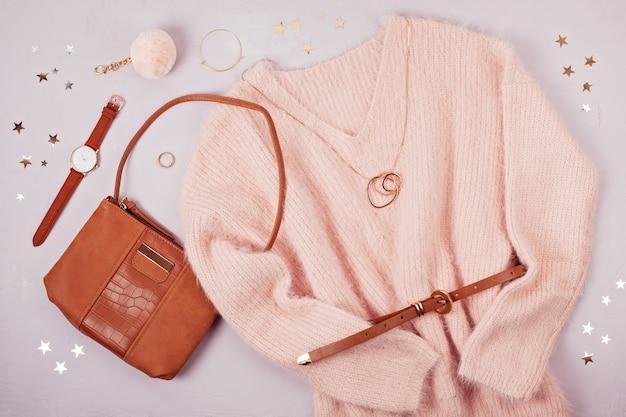 Mulher roupas e acessórios em tons pastel.