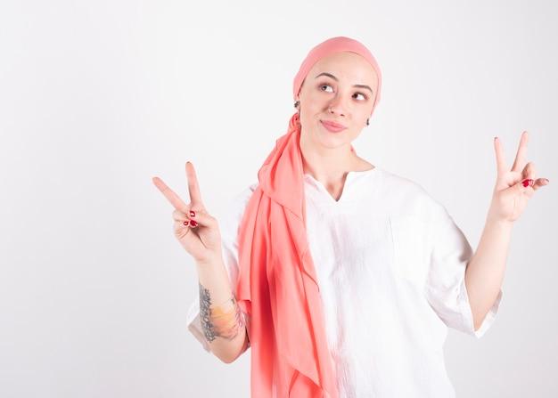 Mulher se recuperando de câncer