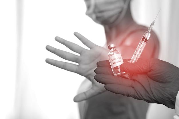 Mulher se recusa a ser vacinada contra covid-19