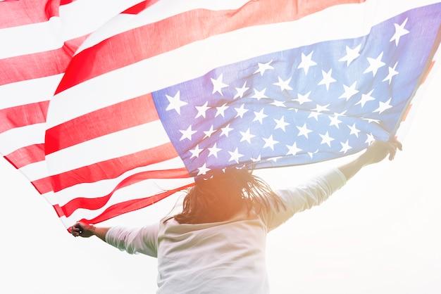 Mulher segura, bandeira eua