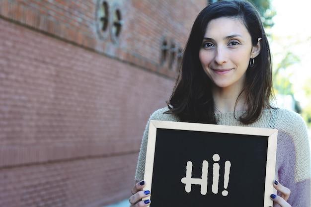 Mulher segura, chalkboard, com, texto