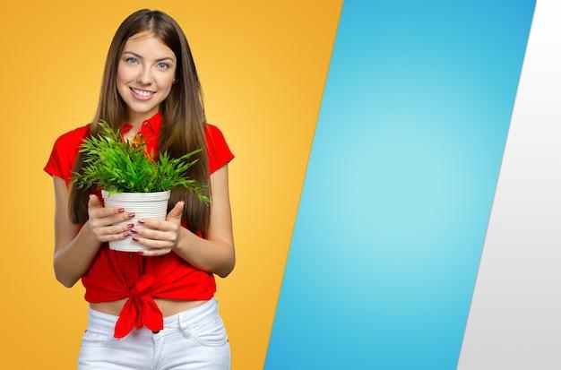 Mulher segura, planta verde