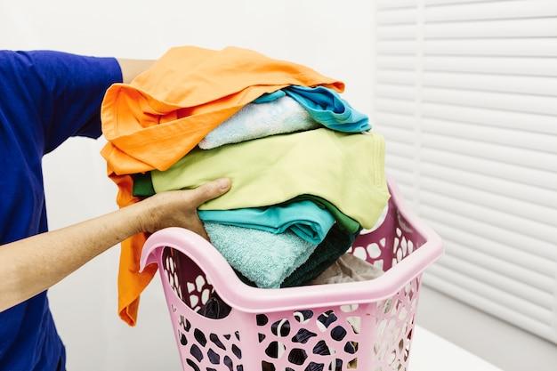 Mulher segura, roupa, tecido, colorido, cor, após, lavando