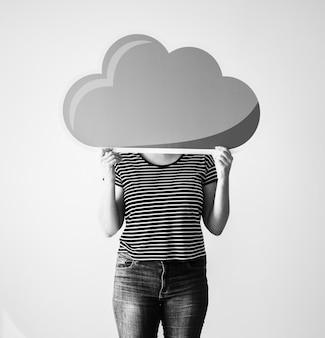 Mulher segura, um, nuvem, rede