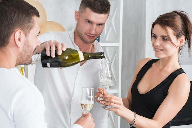 Mulher segura, vidro, para, champanhe