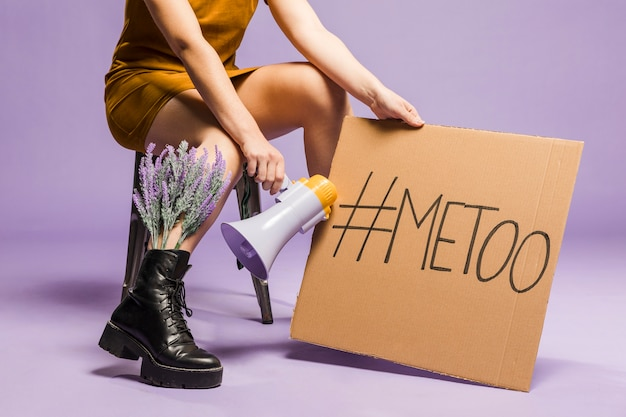 Mulher segurando a igualdade de gênero