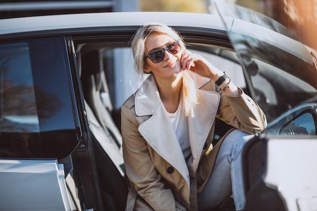 Mulher, sentando, em, electo, car