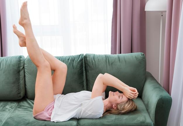 Mulher sentindo calma e relaxar