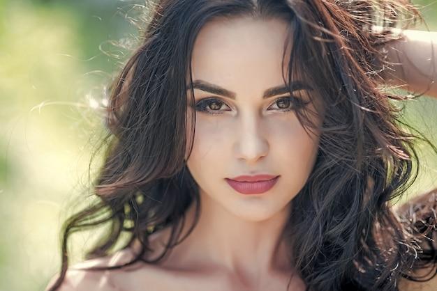 Mulher sexy rosto closeup beleza modelo feminino sensual garota