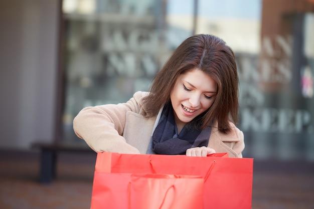 Mulher, shopping, em, centro comercial