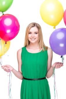 Mulher sorridente, com, balões coloridos