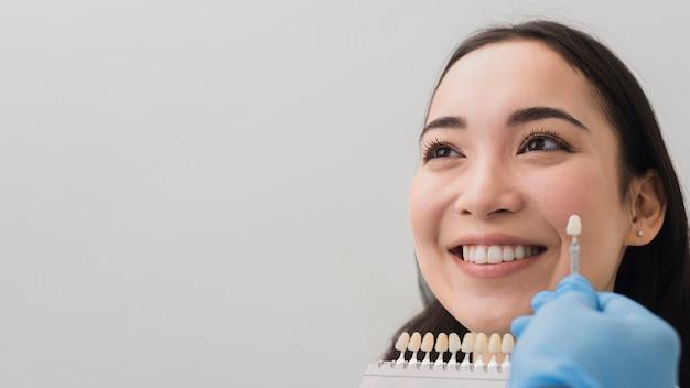 Mulher sorridente, em, dentista