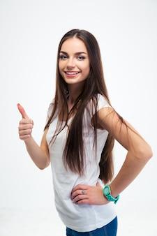 Mulher sorridente mostrando o polegar