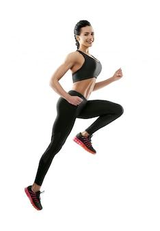Mulher sorridente, pular