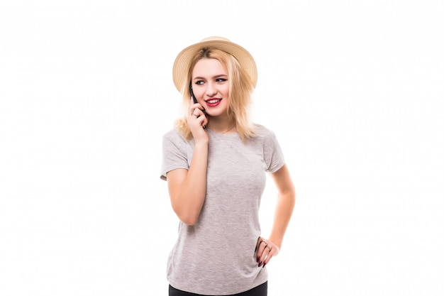 Mulher sorridente, usando um novo telefone celular na caixa preta