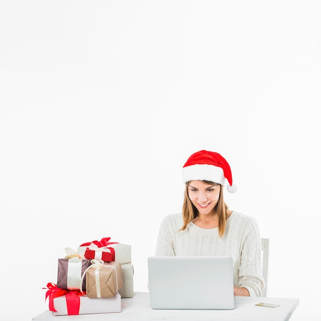 Mulher, tabela, com, laptop, e, cartão crédito