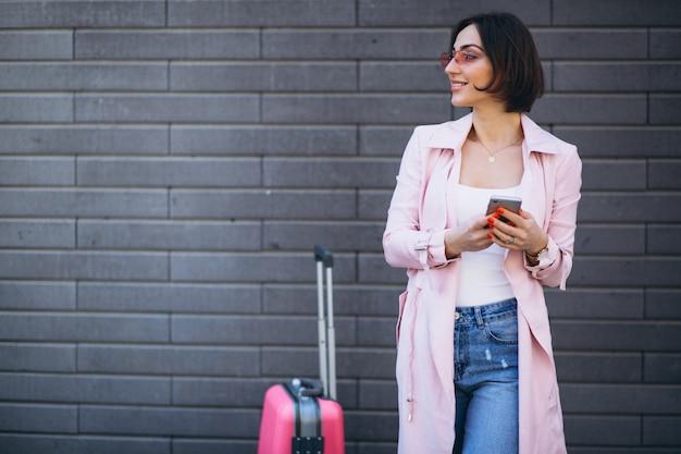 Mulher, telefone, viajando