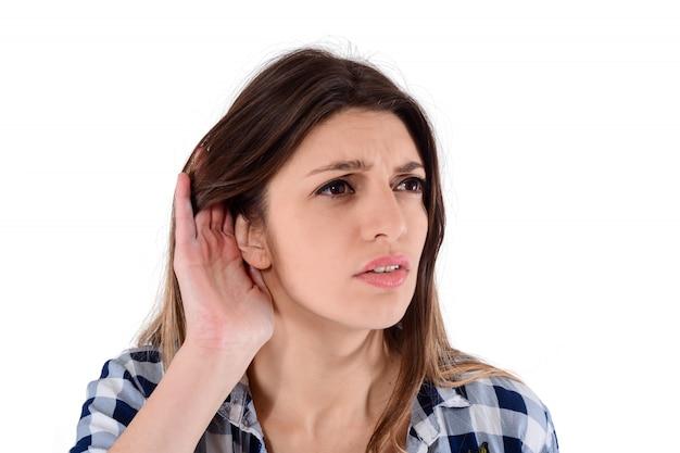 Mulher, tentando, escutar, algo
