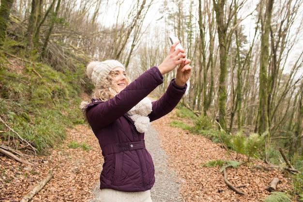 Mulher tirando selfie