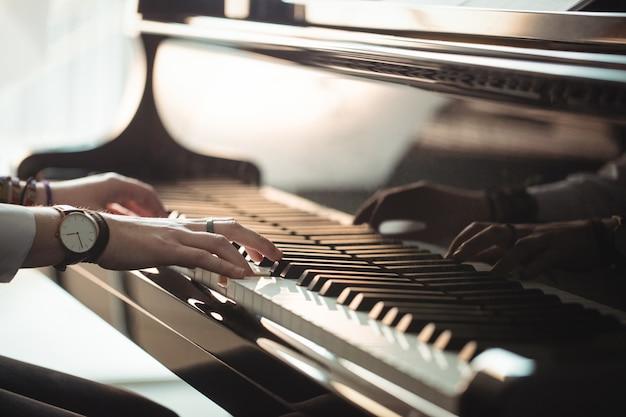 Mulher, tocando, piano