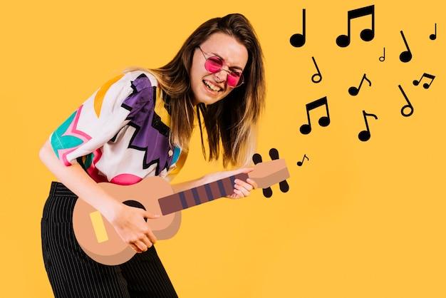 Mulher tocando uma guitarra de filtro de ícone