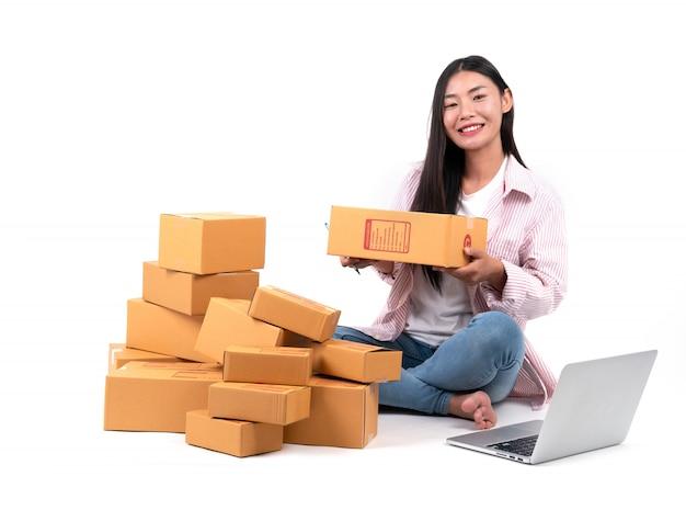 Mulher trabalhando vender online