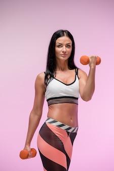Mulher treinando no sportswear