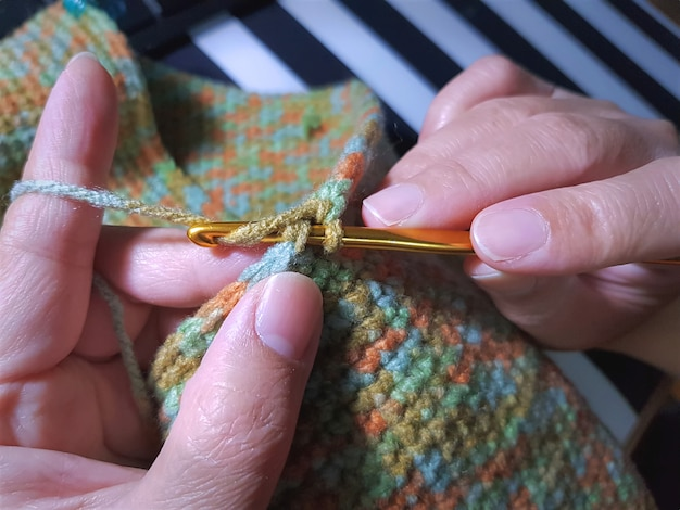 Mulher, tricotando, colorido, saco