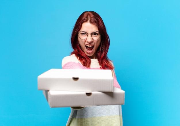 Mulher tty com caixas de pizza para levar