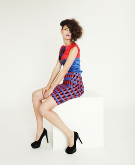 Mulher ultramoderna. moda e glamour.