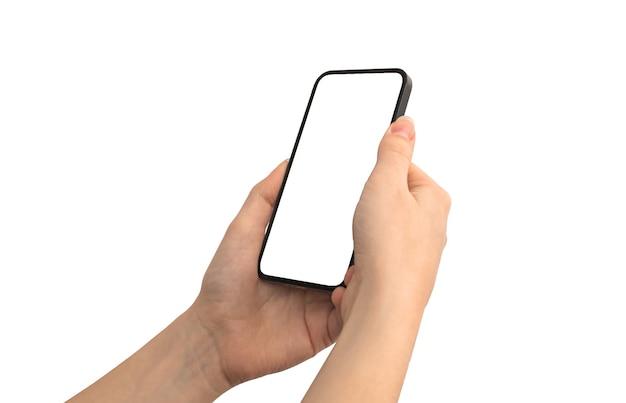 Mulher usa telefone celular com maquete de tela branca em branco, propaganda e foto de modelo de mídia social isolada em um fundo branco