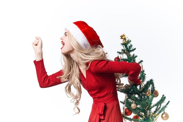 Mulher usando fantasia de papai noel da moda presentes de natal de luxo