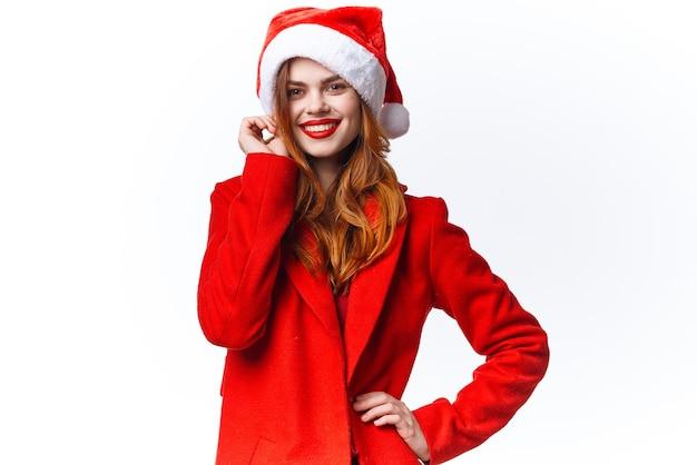 Mulher usando fantasia de papai noel, estilo de vida, feriado, luz de fundo de natal