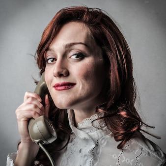 Mulher, usando, um, clássicas, telefone