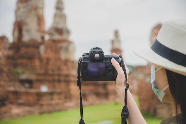 Mulher viajante asiática visitando a tailândia